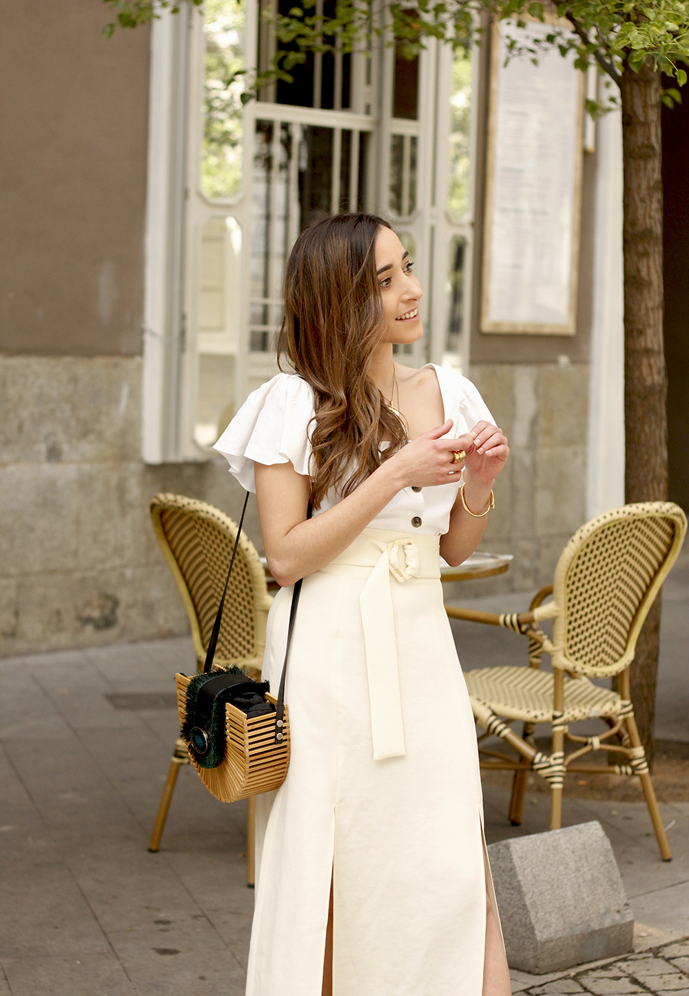 white linen skirt street style spring outfit11