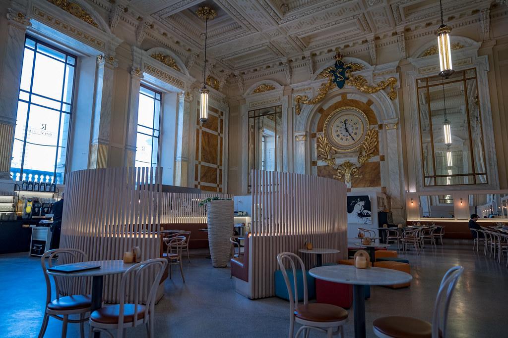 Le Royal café in Antwerp station
