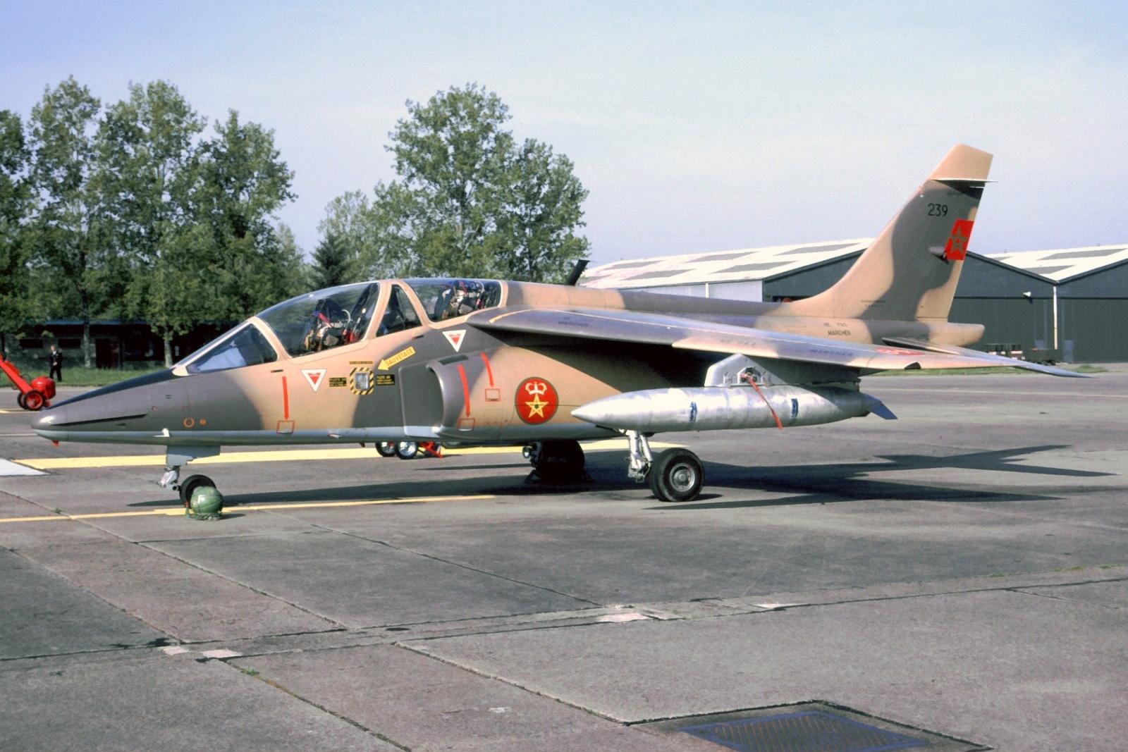 FRA: Photos avions d'entrainement et anti insurrection - Page 9 40707915803_845825c036_o