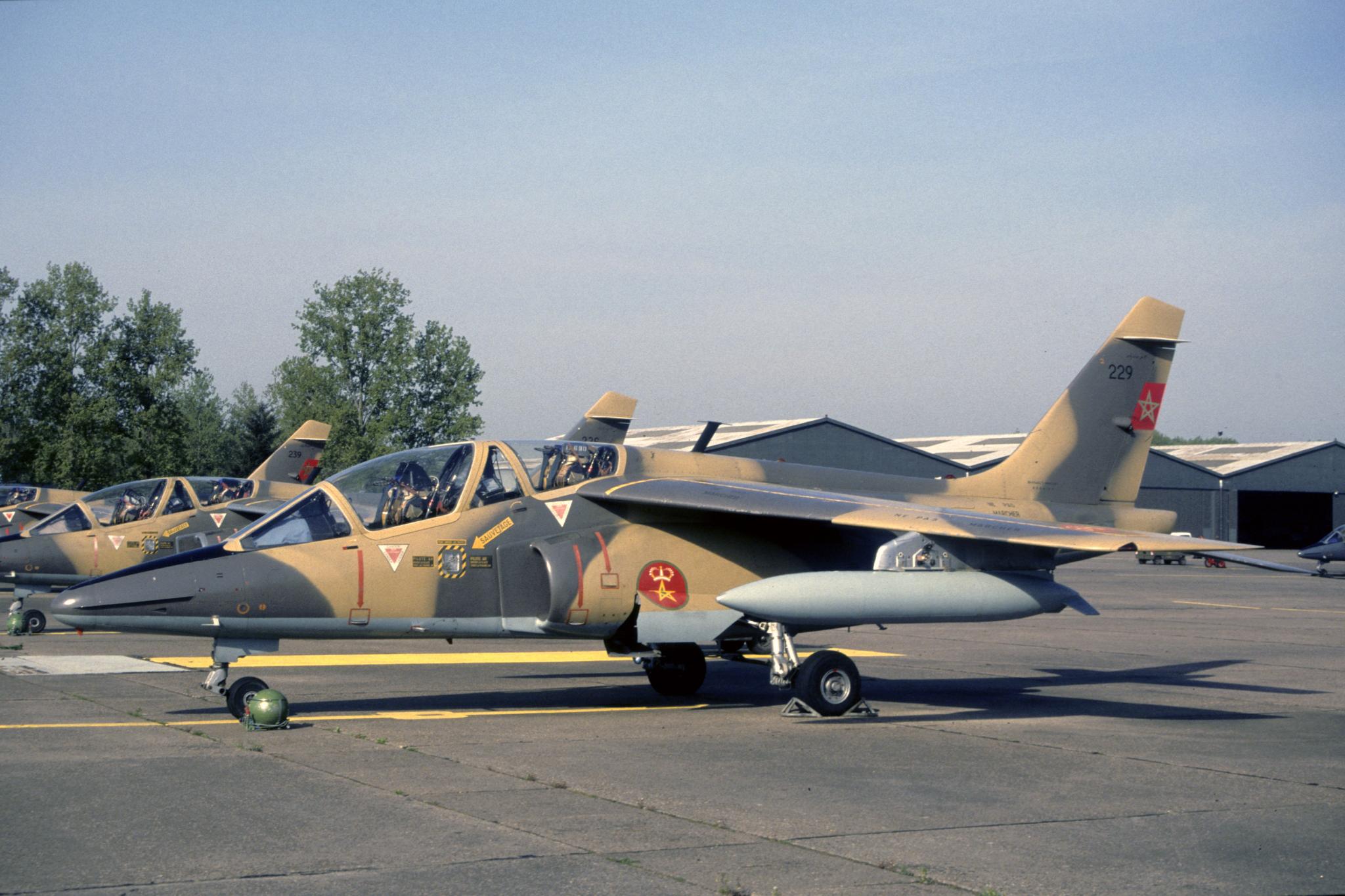 FRA: Photos avions d'entrainement et anti insurrection - Page 9 40707916023_96cb17f739_o