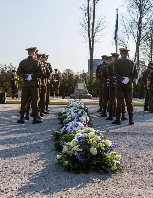Pärgade asetamine Camp Bastioni mälestusmärgi juures, 23.04.2019