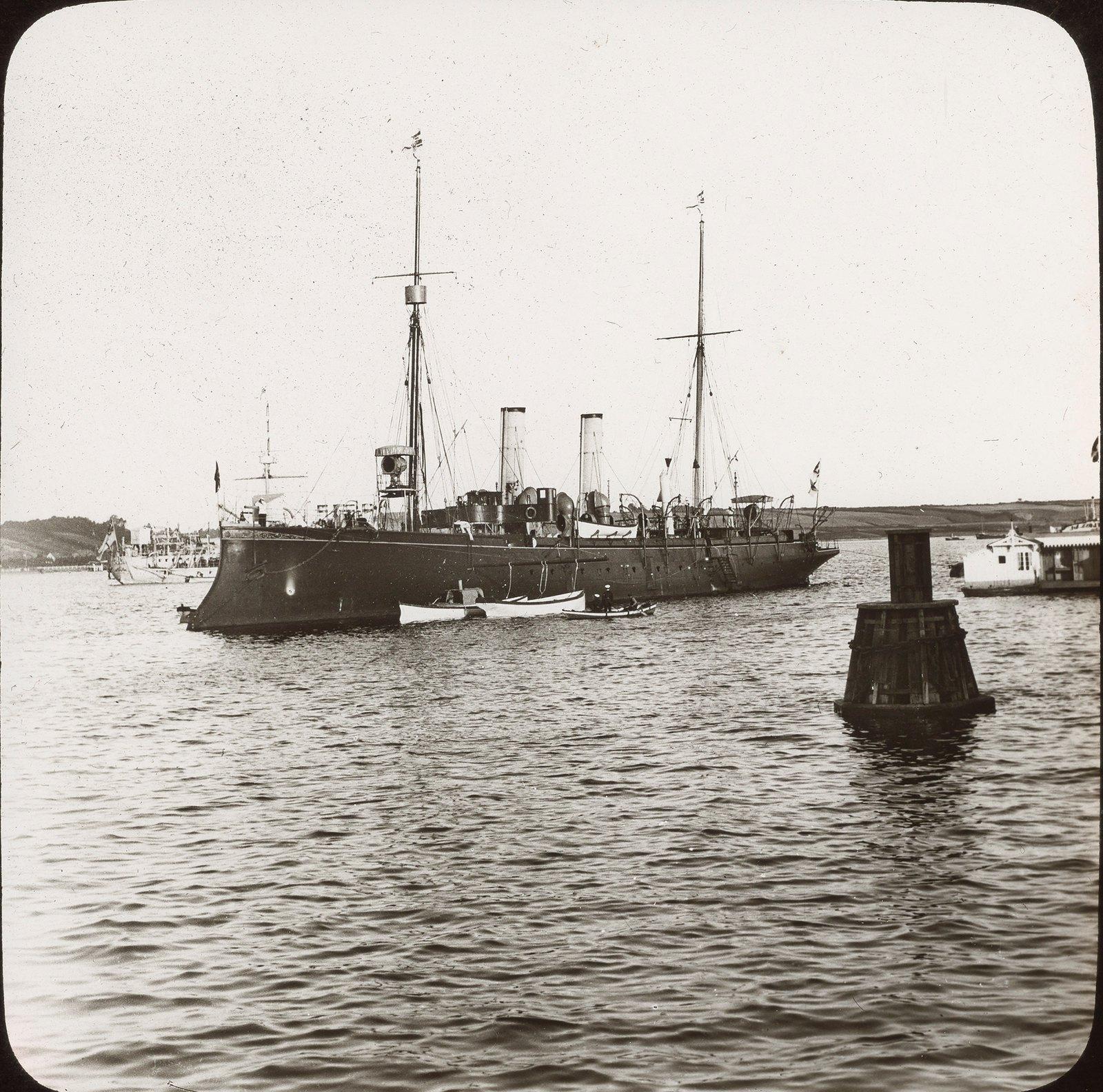 Киев. Военный корабль в гавани