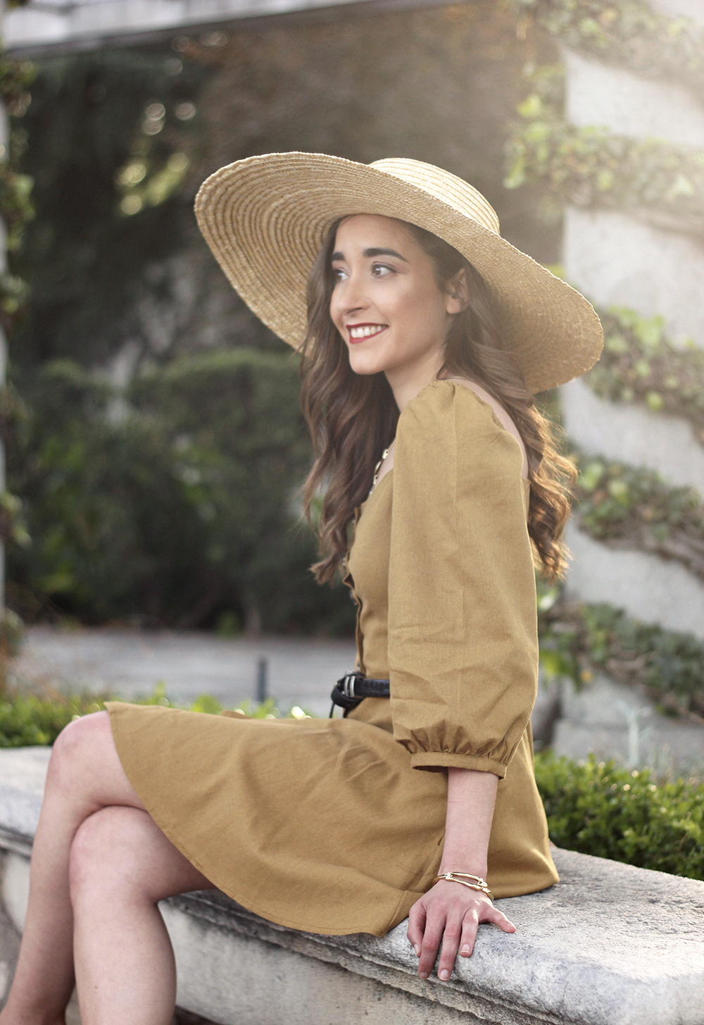 khaki linen dress black sandals straw hat street style spring outfit7