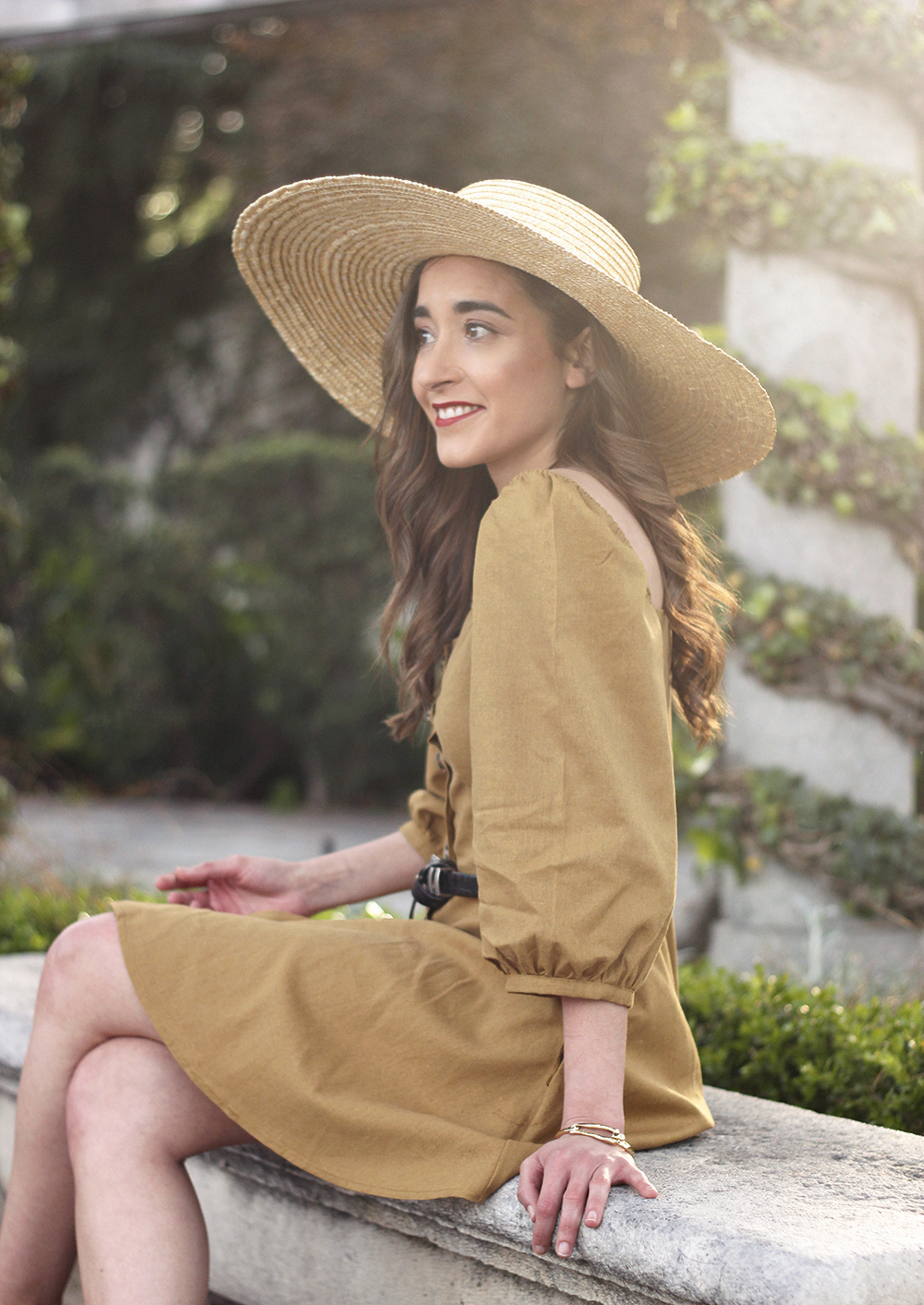 khaki linen dress black sandals straw hat street style spring outfit6