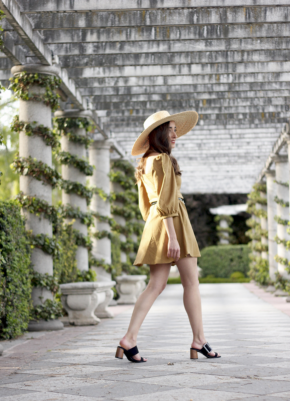 khaki linen dress black sandals straw hat street style spring outfit5