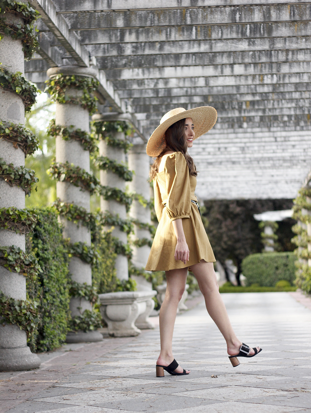 khaki linen dress black sandals straw hat street style spring outfit4