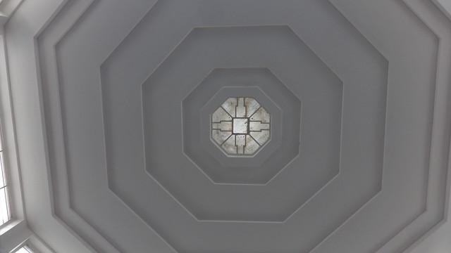 1927/28 Berlin Lichtöffnung in der oktogonalen Schalterhalle expressionistischer Fern- und S-Bahnhof S1/S7 Wannsee von Reichsbahnrat Richard Brademann Kronprinzessinenweg 250-251 in 14109 Wannsee