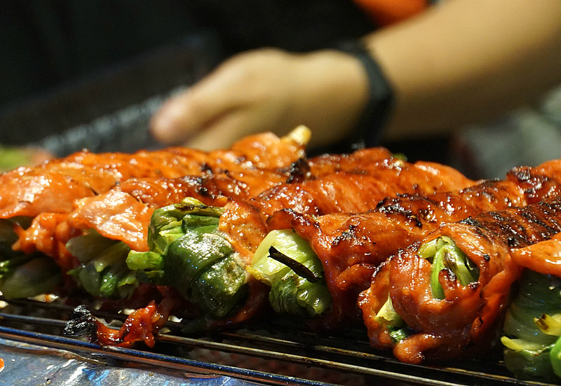 Marinated Pork Stuffed with Green Onions on the Grill - Taiwan Street Food