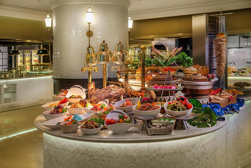 Puttin-On-A-Festive-Feast-At-The-Ritz-Carlton,-Kuala-Lumpur