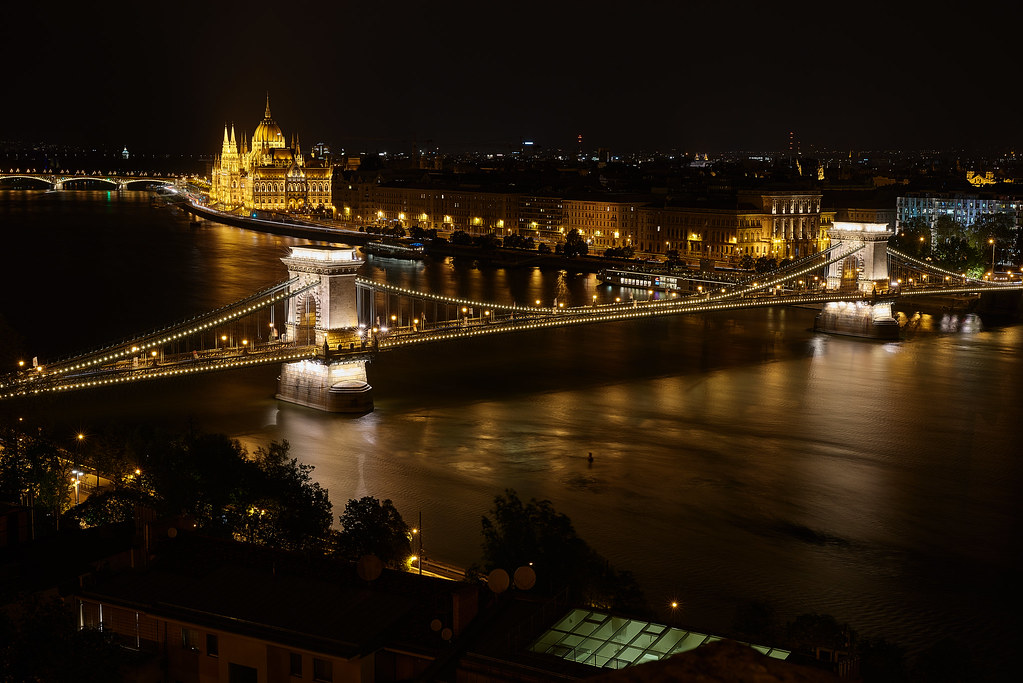 Budapest nocturno, río Danubio