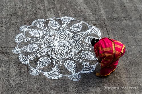 kolam topview woman rangoli sari street art red floral triplicane hindu tradition nikonflickraward saarc asia