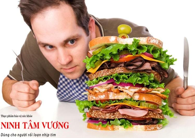 Ăn quá nhiều, quá no cũng là nguyên nhân khiến tim đập nhanh sau khi ăn
