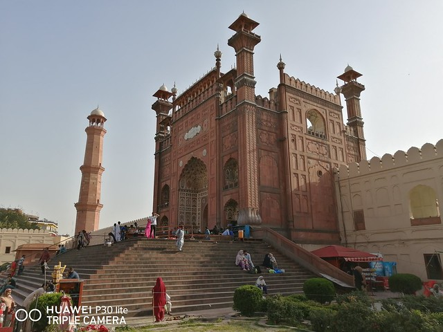 Badshahi Mosque Picture with Auto Mode on Huawei P30 Lite