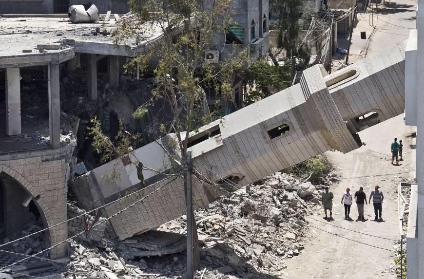 加薩走廊的清真寺因以色列空襲而倒塌。(圖片來源:AFP)