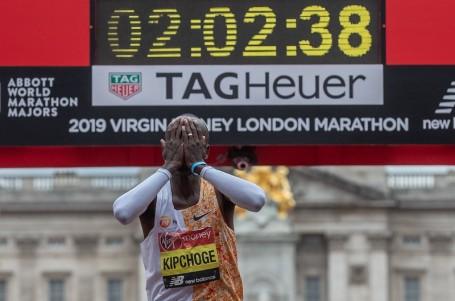 Eliud Kipchoge nemá konkurenci! V Londýně za 2:02:37