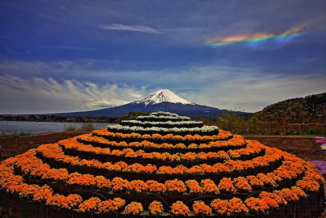Lake Kawaguchi and rainbow Mount Fuji