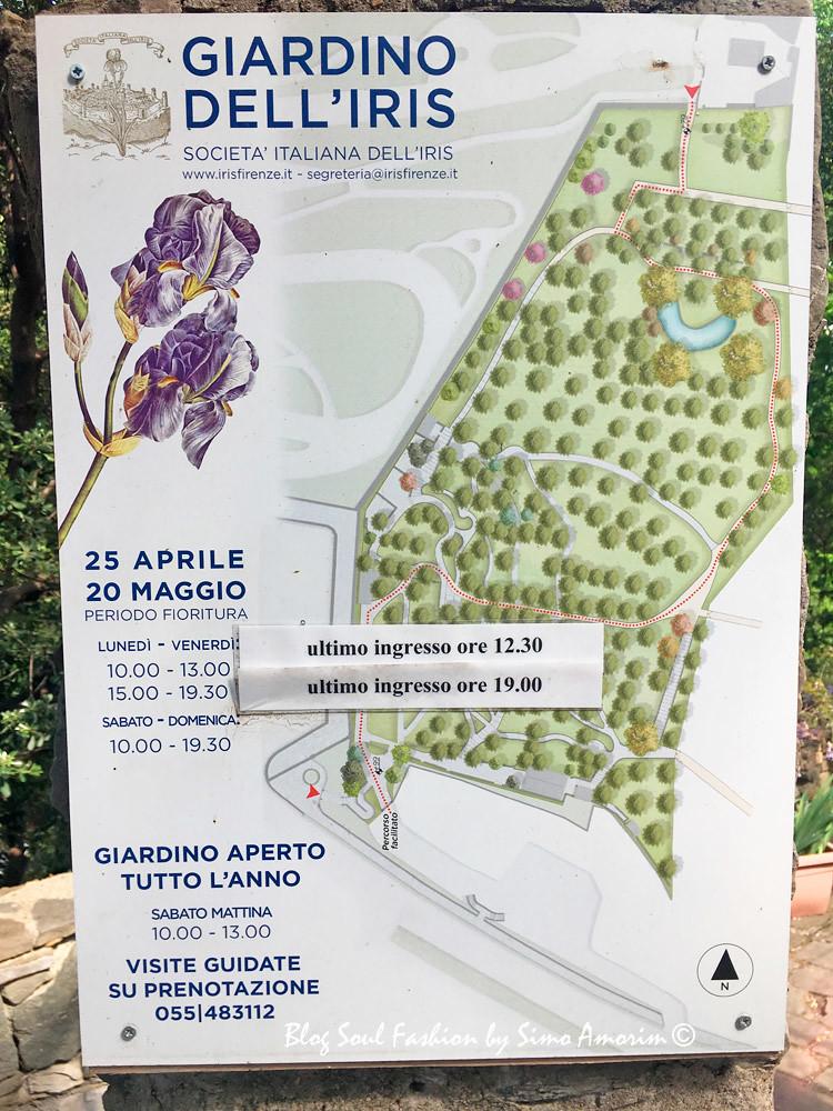 Logo na entrada do jardim temos todas as informações dos horários e dias de abertura