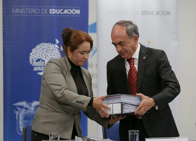 Entrega de Informe de la Comisión Liquidadora de la UNE - Quito
