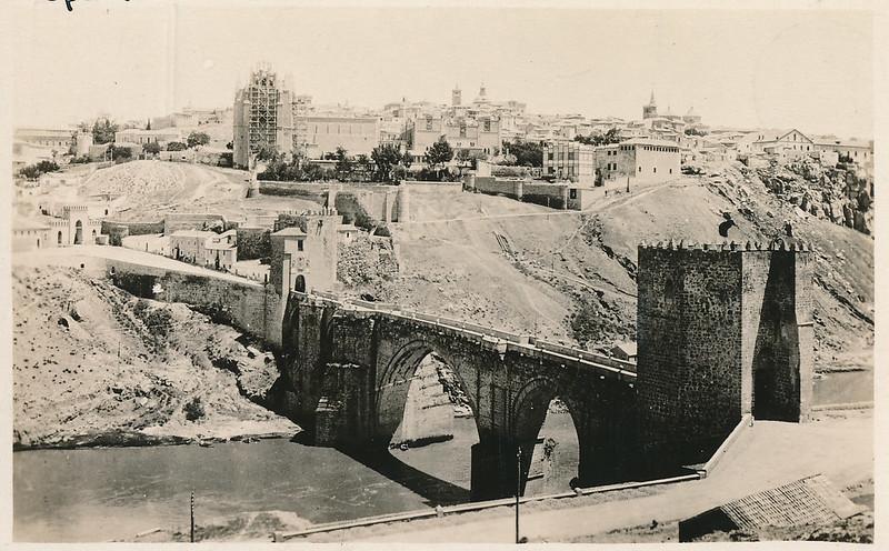 Puente de San Martín y río Tajo hacia 1915. Fotografía de Edward Manuel Newman. Colección de Laura Valeriano y Paco de la Torre.