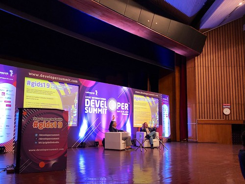 #gids19 begins with @scottdavis99 and @johnwbruce having a fireside chat about the web.