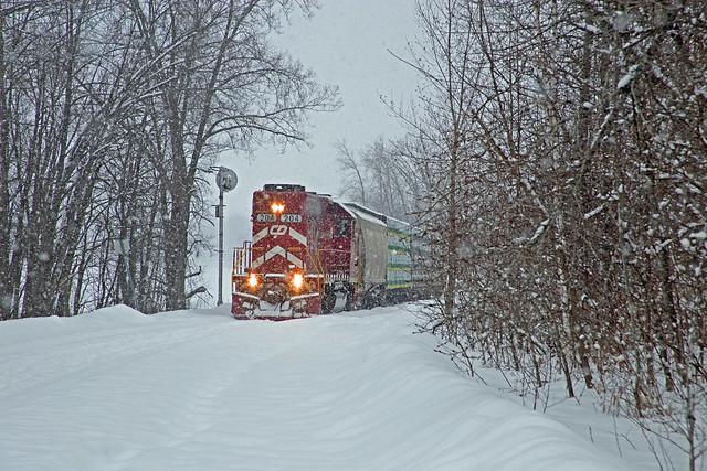 VRS Vermont Railway NPWR GP38-2 #204 Southbound,  South End Newport Yard