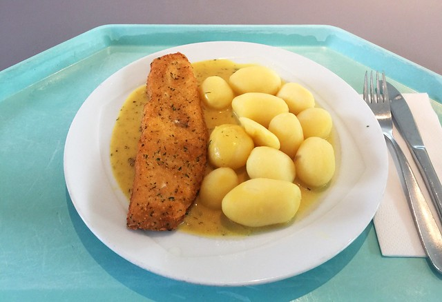 "Coalfish filet ""Bordelaise"" with mustard sauce & potatoes / Seelachsfilet ""Bordelaise"" mit Senfsoße & Kartoffeln"