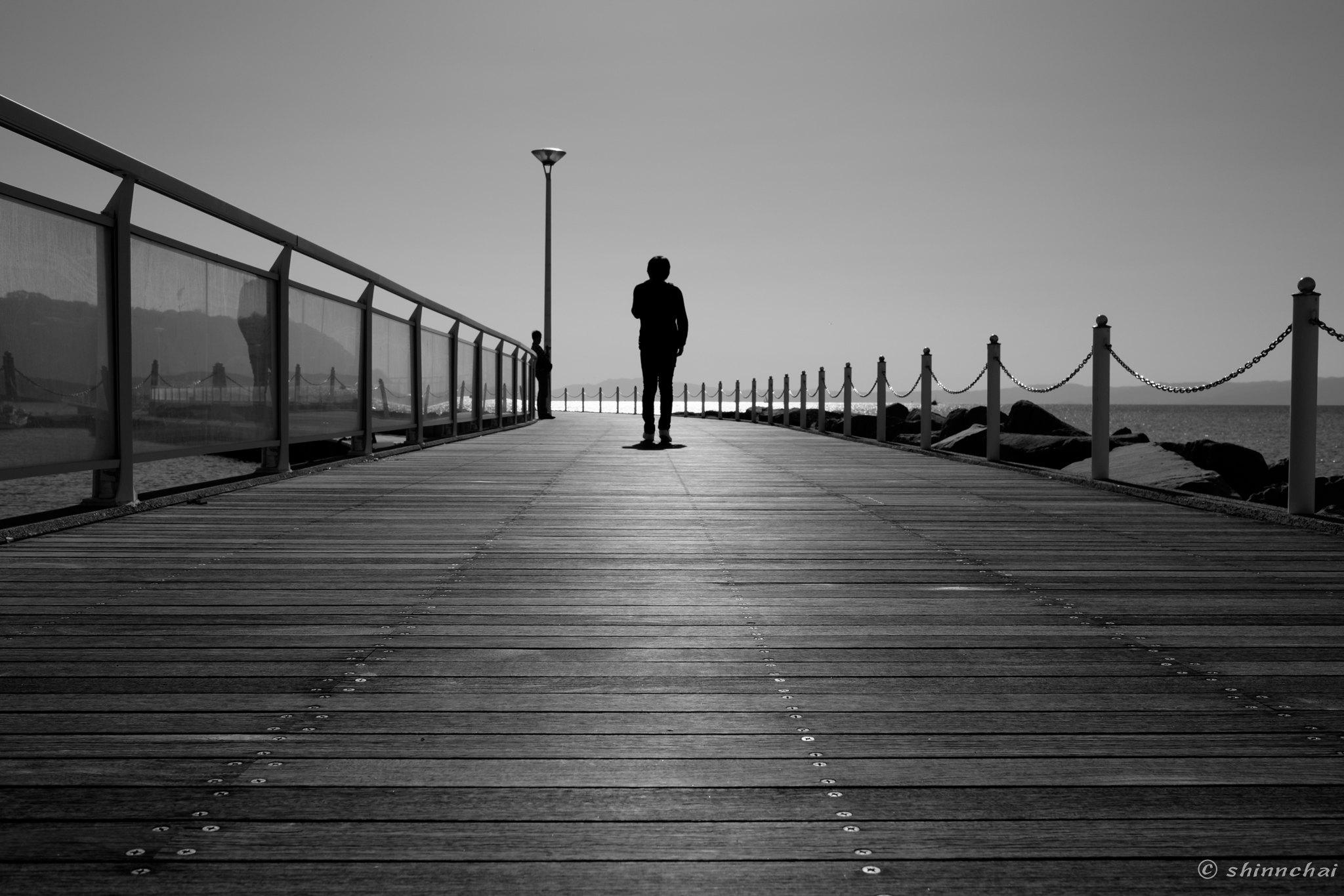 ズームレンズ 単焦点レンズ 比較画像 画質 江ノ島 桟橋