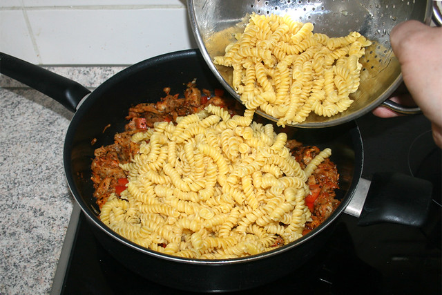 16 - Nudeln in Pfanne geben / Add noodles in pan