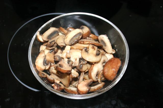 07 - Pilze bei Seite stellen / Put mushrooms aside