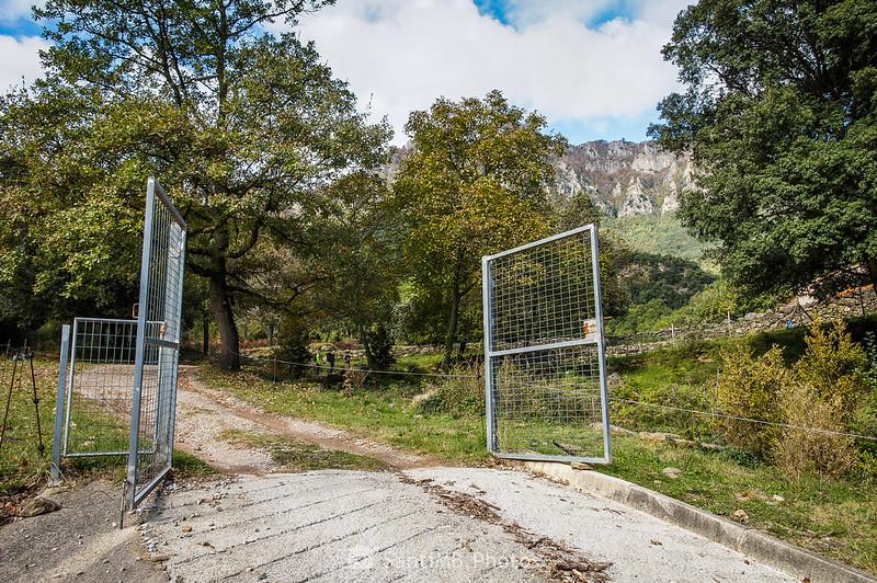 Puerta en el camino al Salt del Roure
