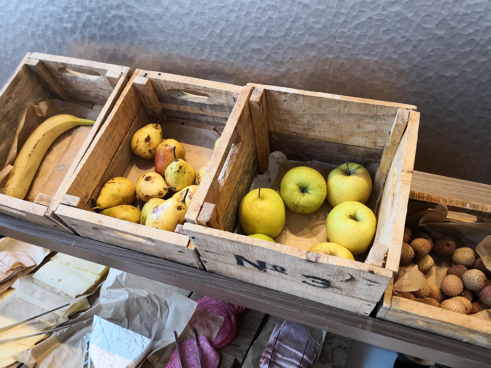 Fresh whole fruits