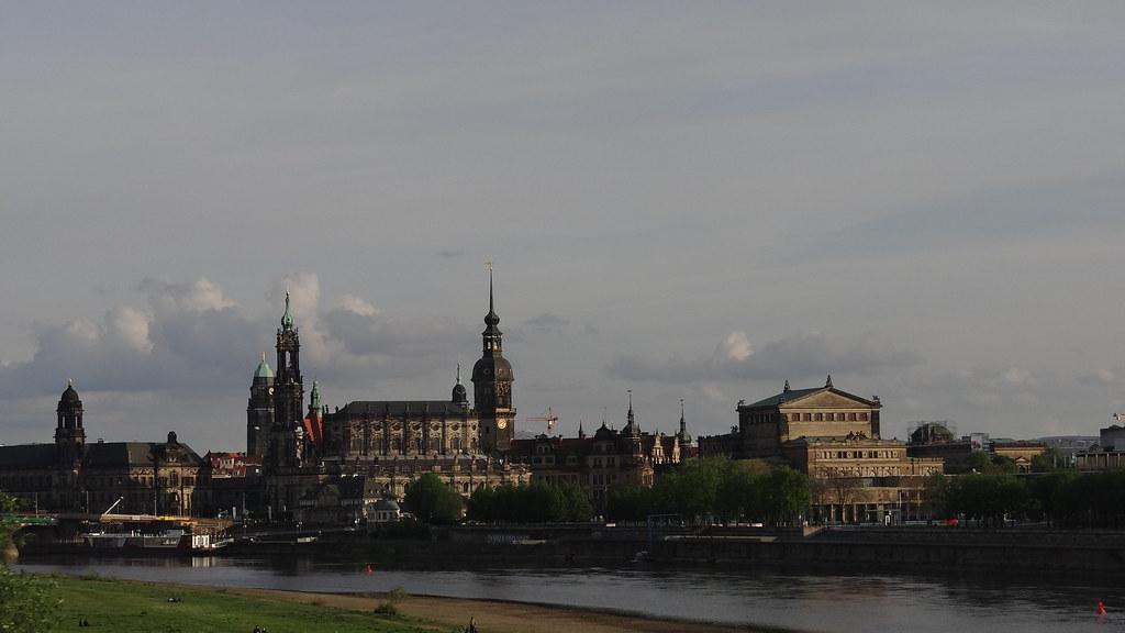 Traum und Wirklichkeit in Dresden eigentlich ein zentrales Element aus Poesie und Leben gehörte seit Jahrhunderten der freiwachsenden Feldhecke des naturnahen Gartens, gegen Wind aus dem Norden geschützt und vor allem im Spätsommer ein herrlicher Ansitz für den interessierte Jäger 02977