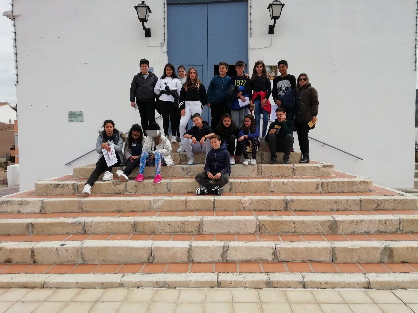 (2019-04-08) Visita ermita alumnos Yolada - 6 - Virrey Poveda - María Isabel Berenguer (02)