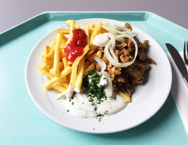 Gyros with tzatziki, onions & french fries / Gyros mit Tzatziki Zwiebeln & Pommes Frites