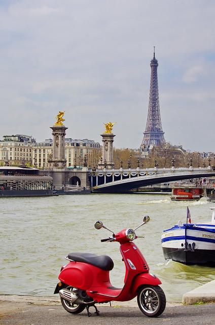 419 Paris en Mars 2019 - Port de la Concorde, Pont Alexandre III, Tour Eiffel