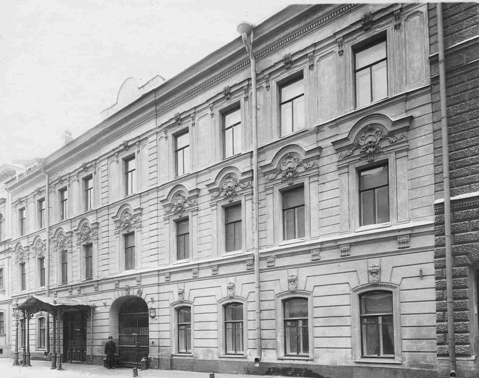 Вход в особняк Кочубея со стороны Галерной улицы