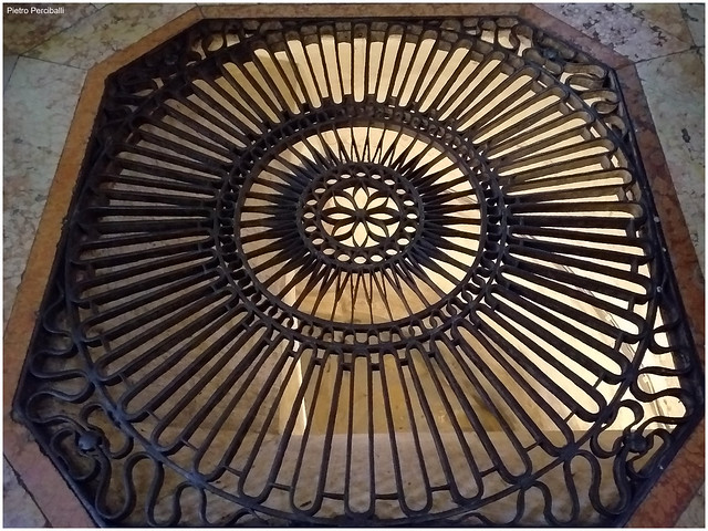 Grata della cripta