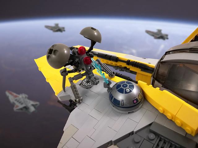 R2-D2 vs. buzz droid