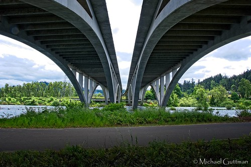 willametteriver eugene springfield oregon interstate5 i5 bridge symmetry hikingtrail bikingtrail trail outside