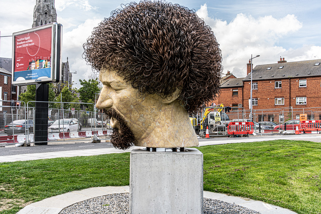 LUKE KELLY SCULPTURE AT GUILD STREET IN THE DOCKLANDS 007