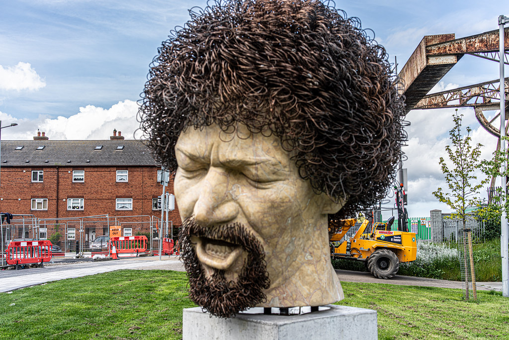 LUKE KELLY SCULPTURE AT GUILD STREET IN THE DOCKLANDS 006