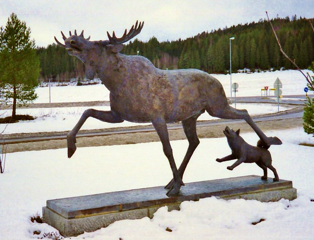 Moose and Norwegian Elkhound Statue