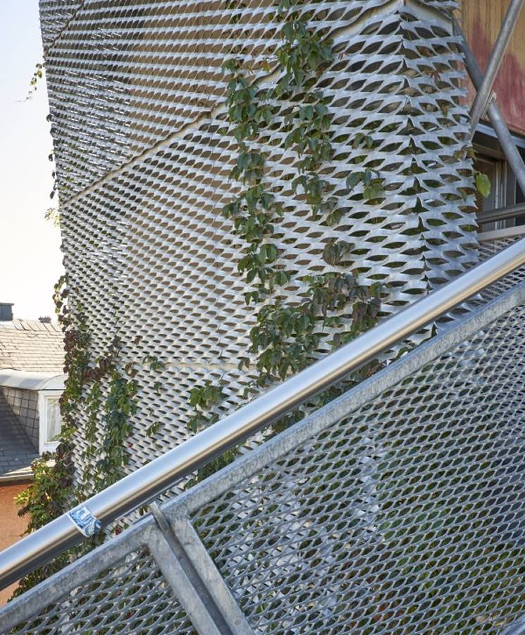expanded-metal-outdoor-stair