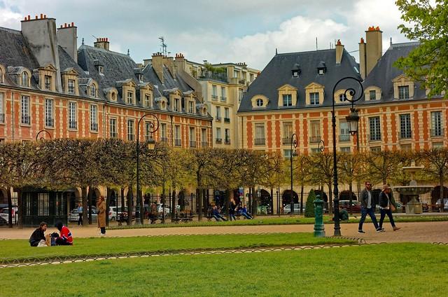 Paris / Place des Vosges /  Le Déjeuner sur l'Herbe