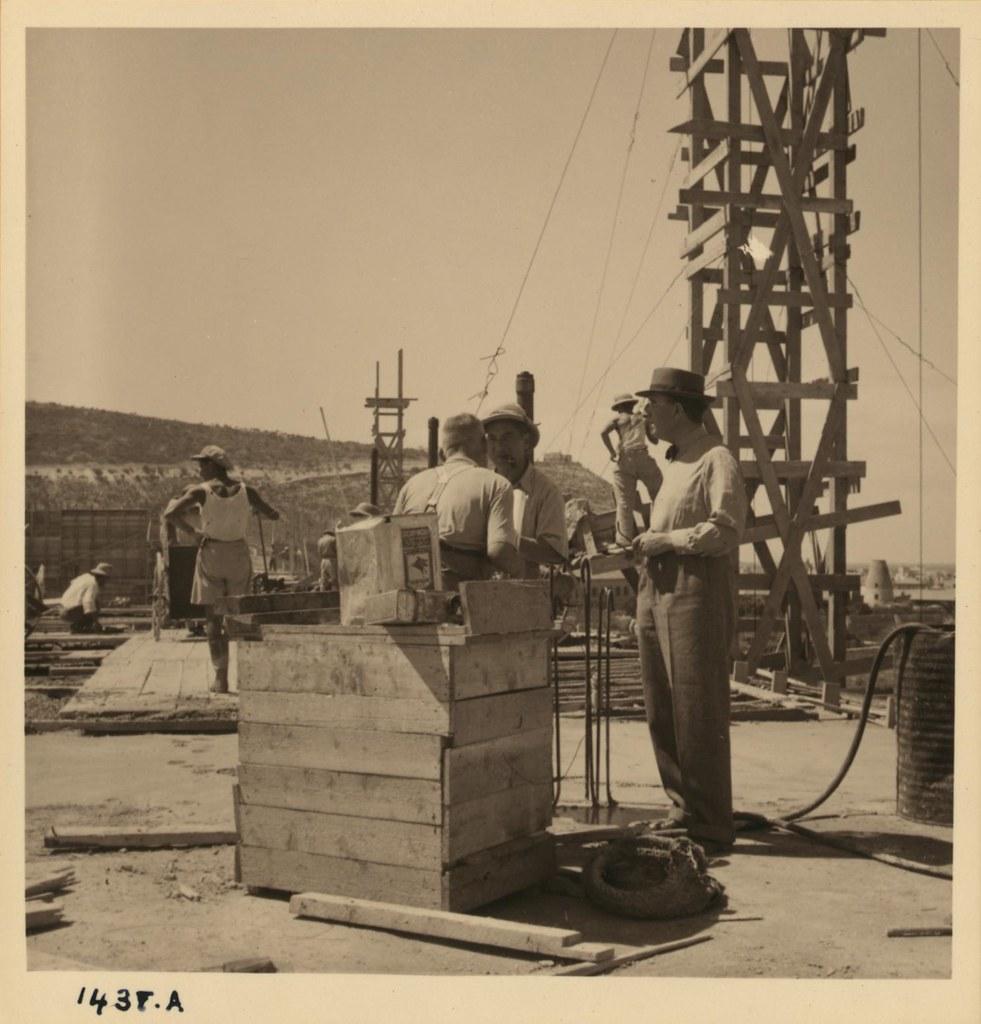 20. На вершине новой больницы в в Хайфе, 17 сентября.