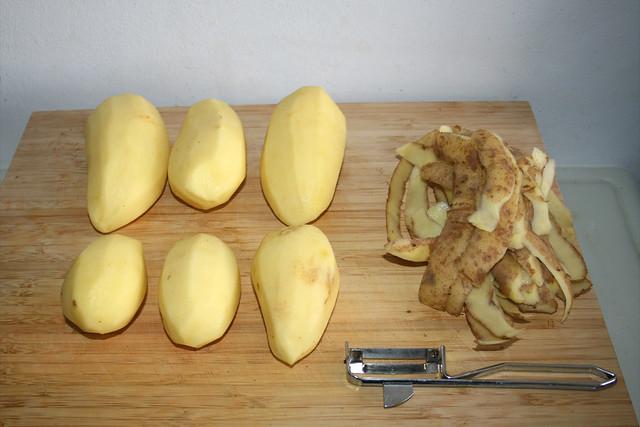 10 - Kartoffeln schälen / Peel potatoes