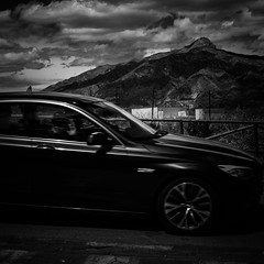 Black car-photo by Jonas Thor�n
