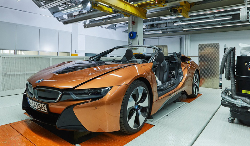 380a0446-bmw-i8-roadster-safety-car-29