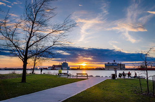 2019 april canada detroit detroitriver michigan ontario queenspark sandwich windsor riverfront spring sunset