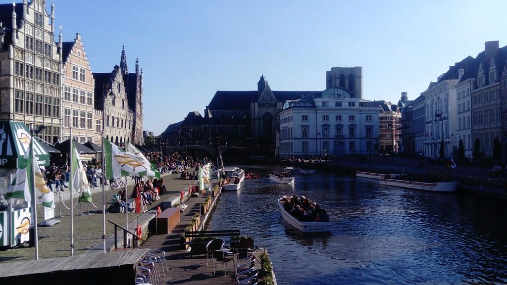 Canal y buen ambiente Gante